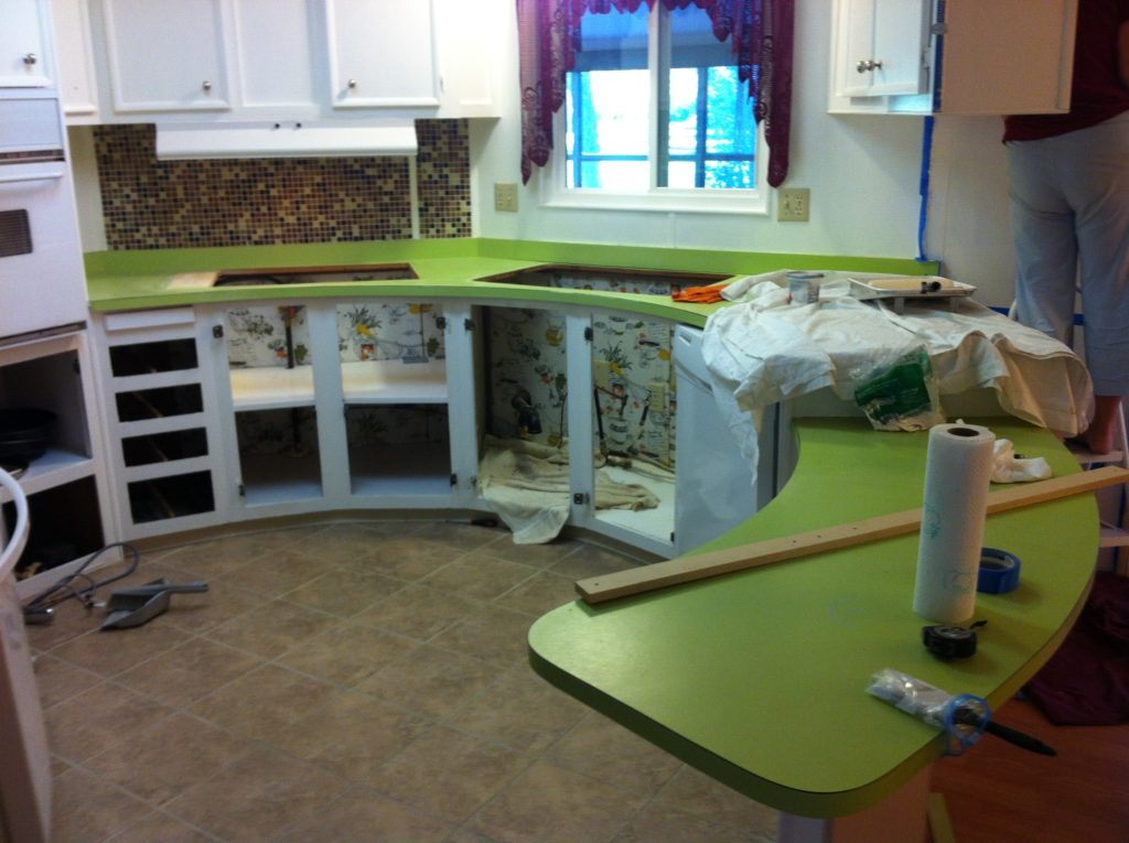 A budget friendly way to update your ugly kitchen! #paint #kitchen #renovatioin